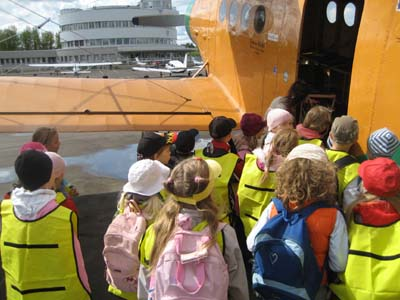 During their visit to Malmi Airport, the children enthusiastically made close contact with aviation. Photo: Raine Haikarainen